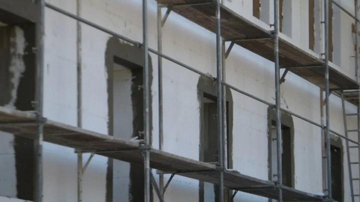 В стене жилого дома в Воронеже нашли снаряды времен войны