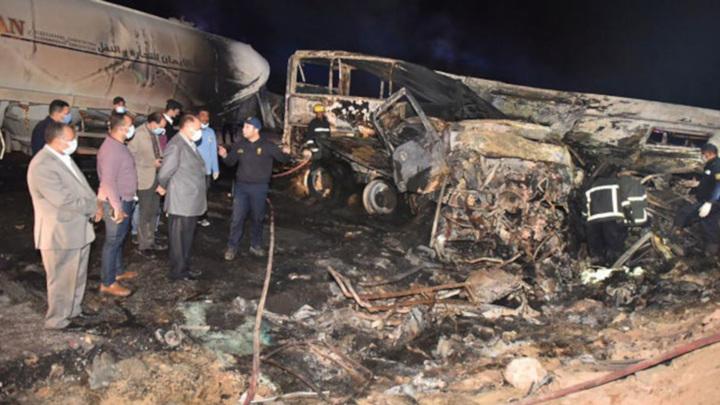 В Египте поезд с пассажирами сошел с рельсов