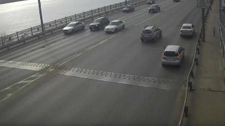 В Череповце убежавшего из детсада ребенка нашли на Октябрьском мосту