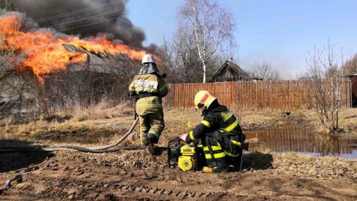 Огонь уничтожил 11 домов в деревне Гусь-Хрустального района