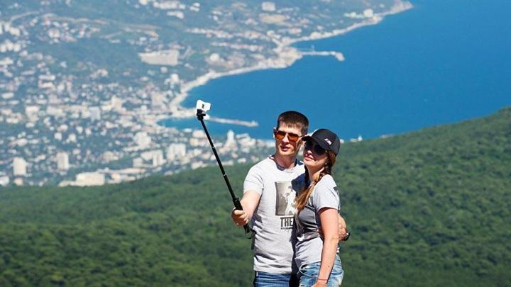 Власти Крыма не будут вводить COVID-ограничения в курортный сезон