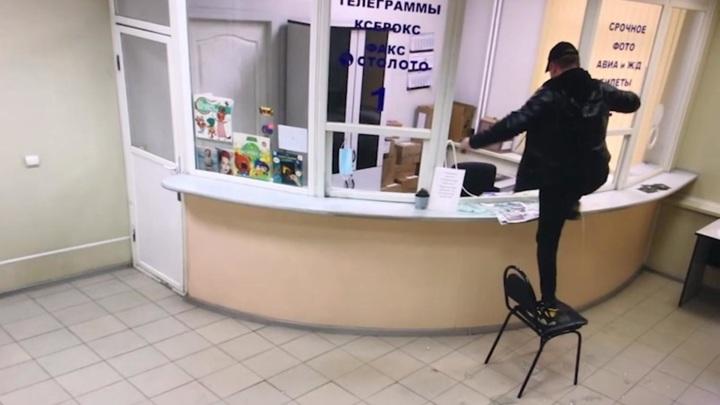 """""""Отдайте посылку!"""": актер устроил погром в почтовом отделении в Люберцах"""