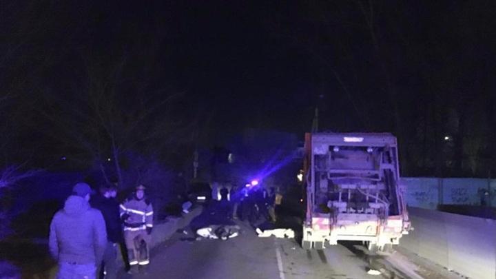 В Ростове под колесами мусоровоза погибла юная пассажирка скутера