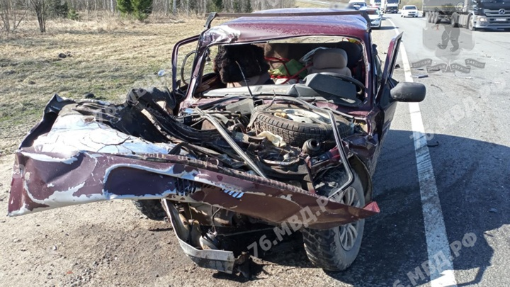 """На трассе """"Холмогоры"""" в аварии с грузовиком погибли два человека"""