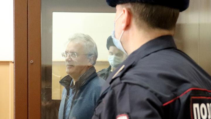 Суд арестовал миллионы Белозерцева и Шпигеля