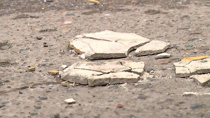 В центре Красноярска от зданий отваливается штукатурка