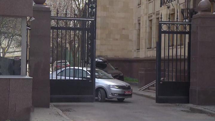 Российские и чешские дипломаты покинули посольства