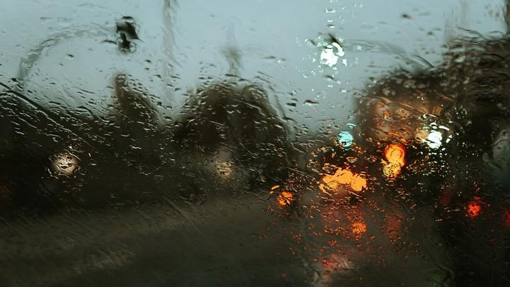 Липецкую область в ближайшие часы накроют дожди с ураганом