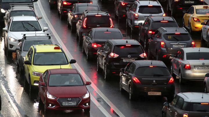Красная Москва: город встал в 10-балльной пробке