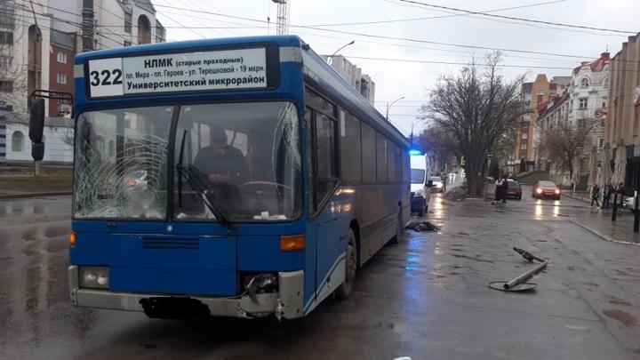 В Липецке автобус насмерть сбил ребенка на переходе