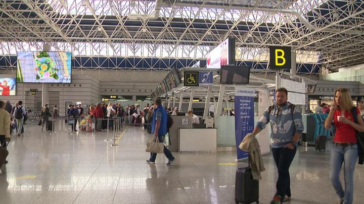 В аэропортах России будут выборочно тестировать на коронавирус иностранцев и лиц без гражданства