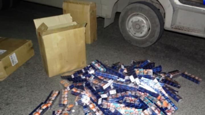 В Омск пытались завезти крупную партию нелегальных сигарет из Казахстана