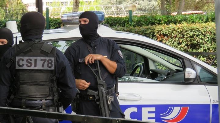В Париже преступники ограбили ювелирный магазин