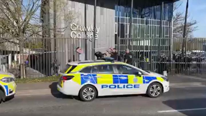 Неизвестный ранил двух человек в британском колледже