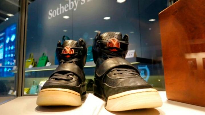 Кроссовки Канье Уэста проданы за 1,8 миллиона долларов