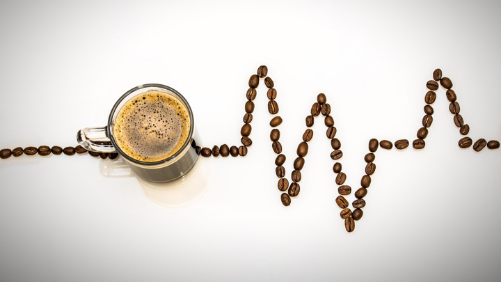 Кофеин содержится не только в кофе, но и чае, а также некоторых прохладительных напитках.