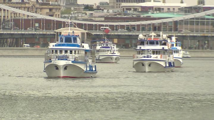 Яхты, теплоходы и трамвайчики: в столице прошел речной парад