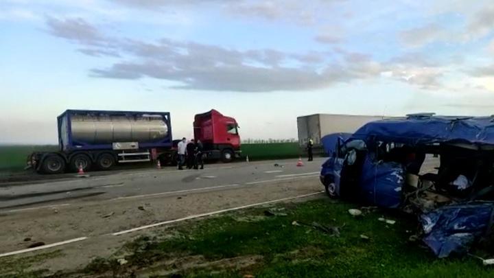 Кто подрезал грузовик: озвучены причины жуткой аварии на Ставрополье