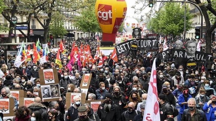 В Лионе на демонстрации полиция распылила слезоточивый газ