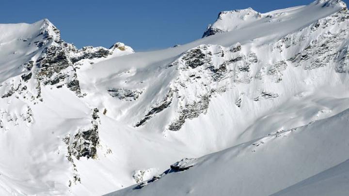 Три лыжника попали под лавину во Франции