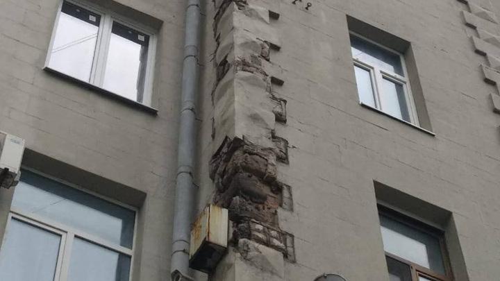 Московская прокуратура рассказала о падении облицовки на Тверской