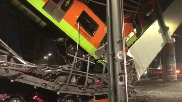В Мехико возросло число жертв катастрофы в метро