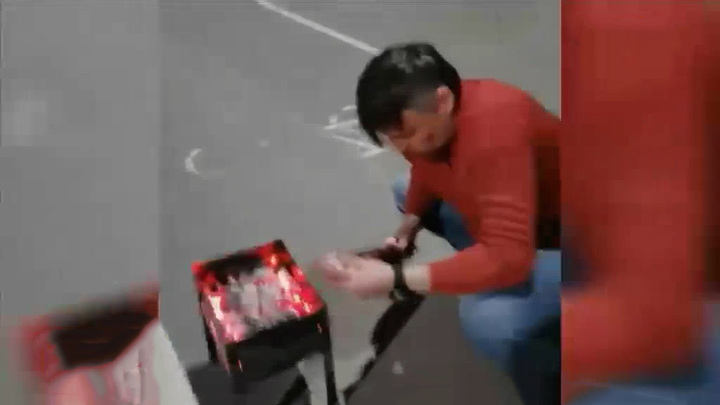 Житель Екатеринбурга устроил пикник на детской площадке