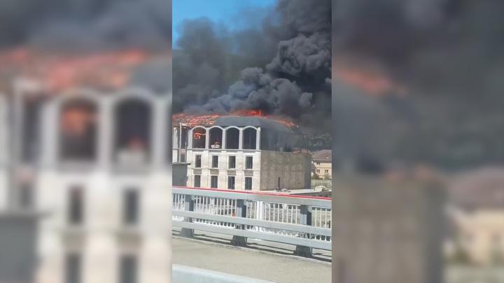 В Сочи произошел крупный пожар в четырехэтажном здании