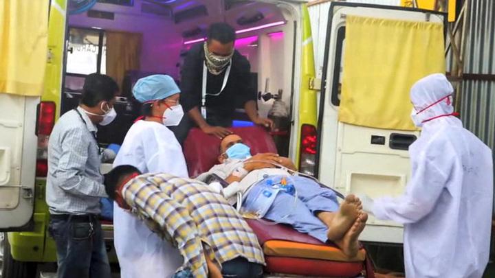 В Индии новый антирекорд по числу погибших от коронавируса