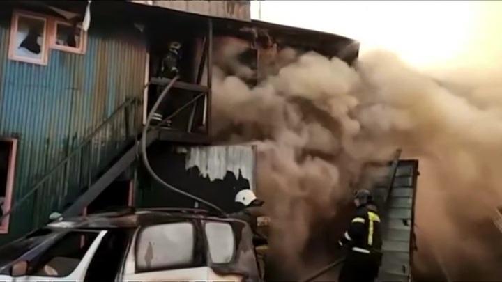 Пожар в автосервисе в Мытищах потушен