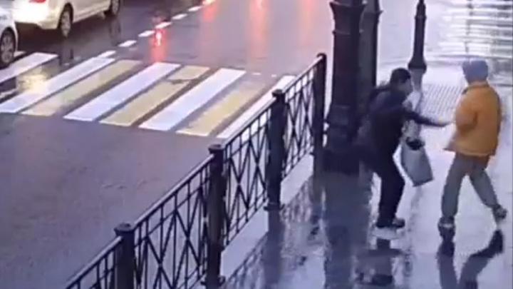 Пойман мужчина, ранивший ножом школьницу в Петербурге