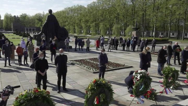 Минута молчания прошла в Берлине в честь Дня Победы
