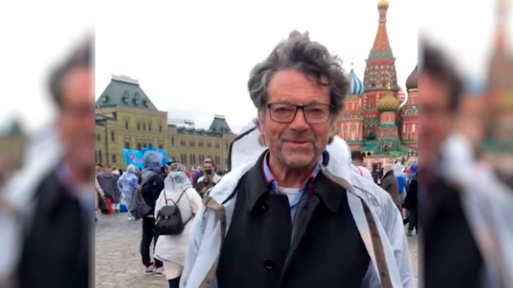 Немецкий депутат приехал в Москву ради парада и прививки