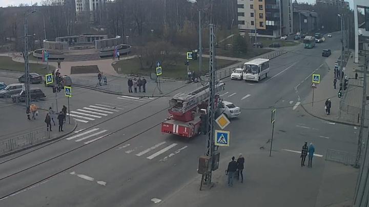 Смертельная авария с пожарной машиной в Карелии попала на видео