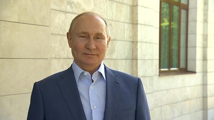 Путин наградил орденами Чайку и Беглова