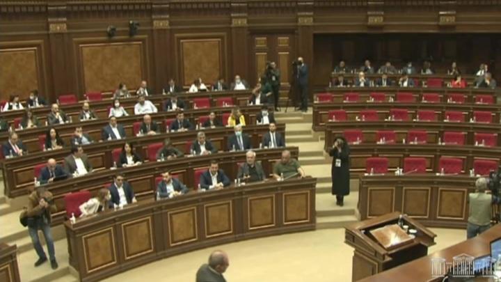 Парламент Армении не выбрал Пашиняна премьером и будет распущен