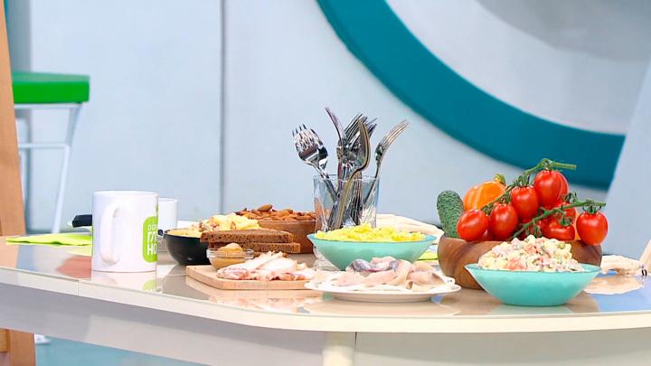 """Кадр из программы """"О самом главном"""". Мясников назвал полезные пищевые привычки и разрешил есть оливье по праздникам"""