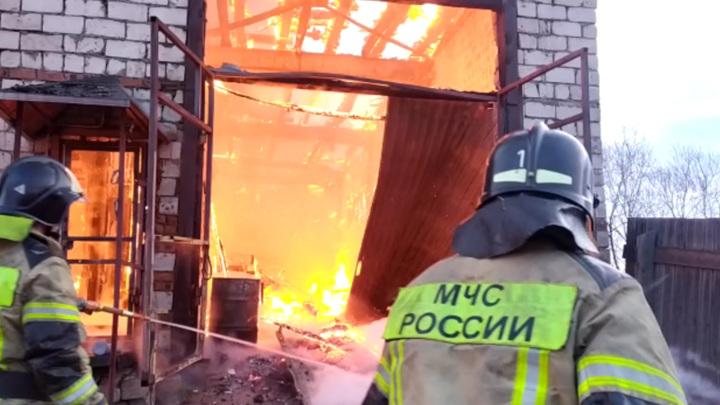 Под Иркутском сгорел цех по производству угля