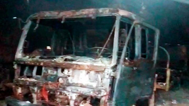 В Калуге сгорел ангар с машинами