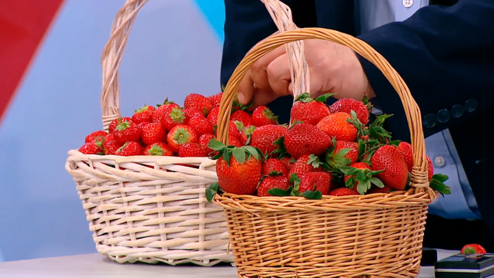 """Кадр из программы """"О самом главном"""". Какая любимая всеми ягода снижает риск развития рака"""