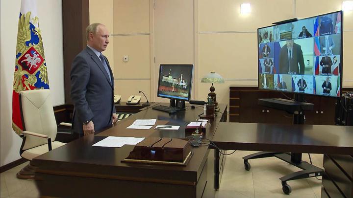 Путин дал поручения правительству в связи с трагедией в Казани