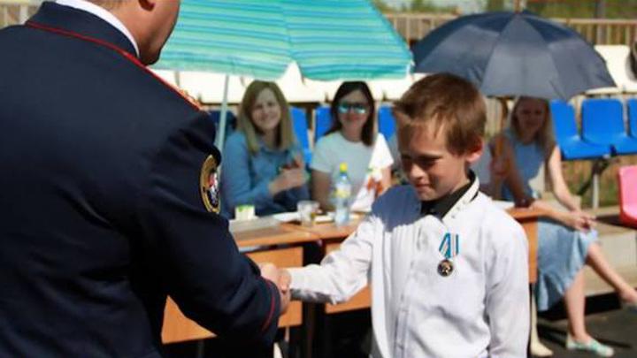 Юные герои: пермский пятиклассник получил медаль за спасение двух девочек