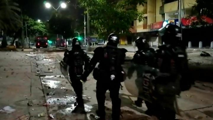 Погромы в колумбийском городе Барранкилья: 77 человек пострадали