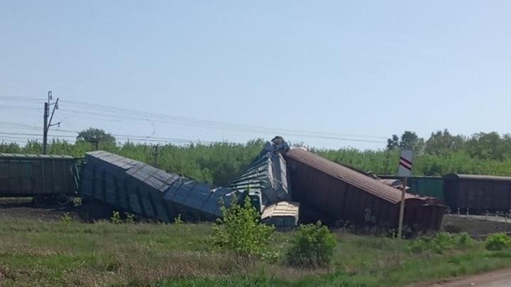 Товарный поезд сошел с рельсов в Самарской области