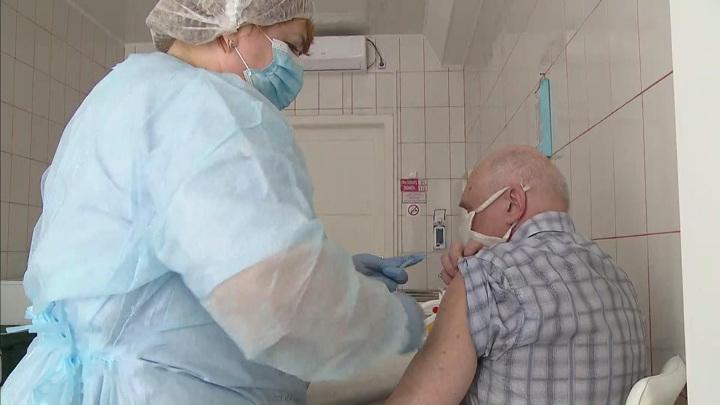 Мурашко призвал вакцинироваться без банальных и неуместных вопросов