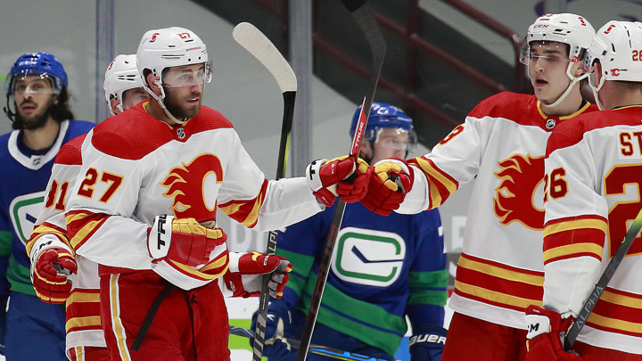 "НХЛ. ""Калгари"" в овертайме дожал ""Ванкувер"""