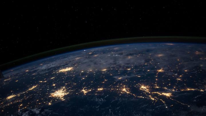 Именно в стратосфере находится знаменитый озоновый слой, защищающий Землю от воздействия ультрафиолетового излучения Солнца.