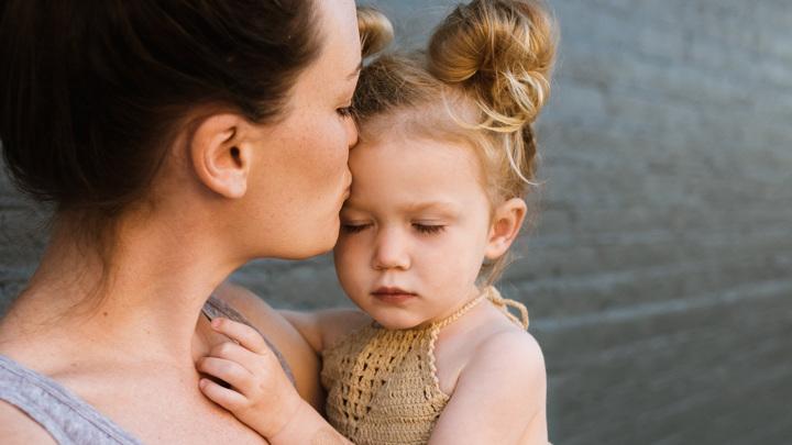 Митохондриальную ДНК ребёнок может унаследовать только от матери.