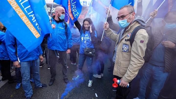 В Париже состоялась массовая акция полицейских