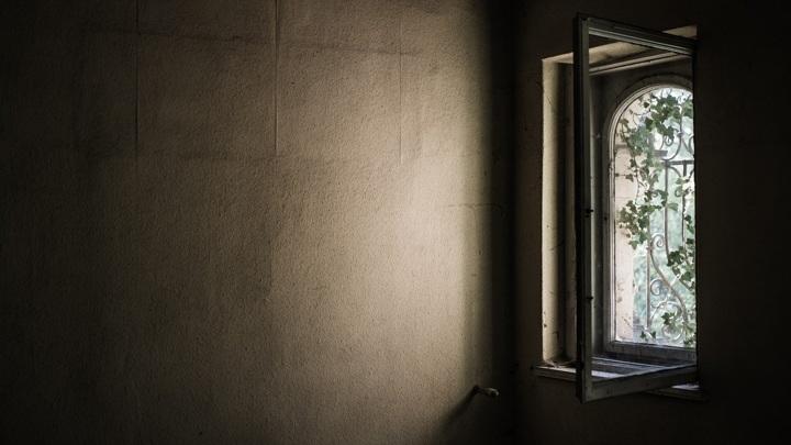 В Йошкар-Оле под окнами больницы нашли тело женщины